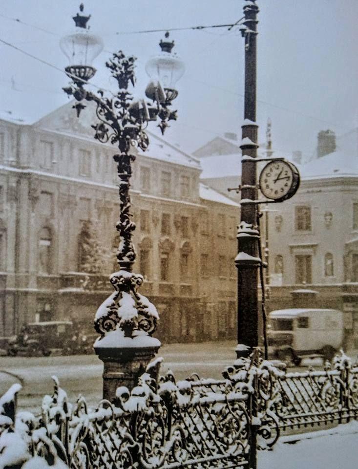 Super klimat - Krakowskie Przedmieście w 1933 r. https://web.facebook.com/ABCWarszawy/photos/a.1417972585112032.1073741826.1417970898445534/1816688748573745/?type=3&theater