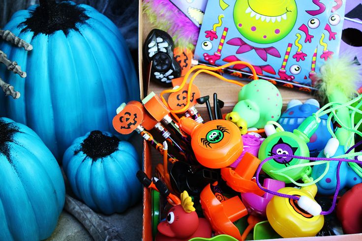 Deck out your front porch for Halloween in support of the Teal Pumpkin Project™! The Teal Pumpkin Project™ raises awareness for kids with food allergies on Halloween.
