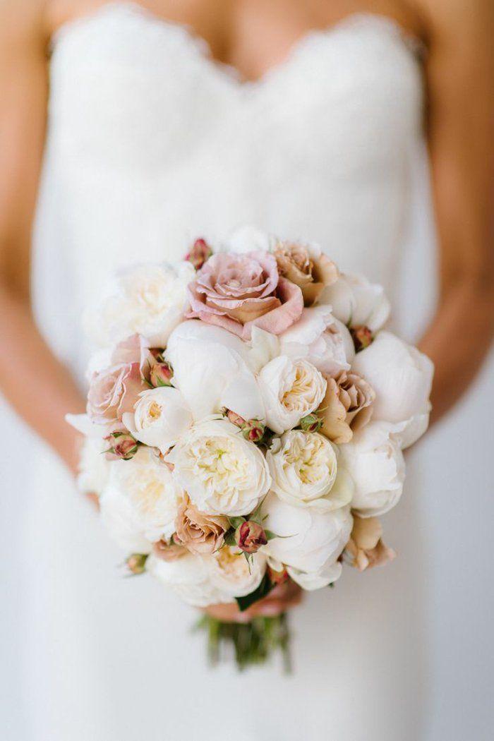 bouquet de mariée rond avec fleurs blancs