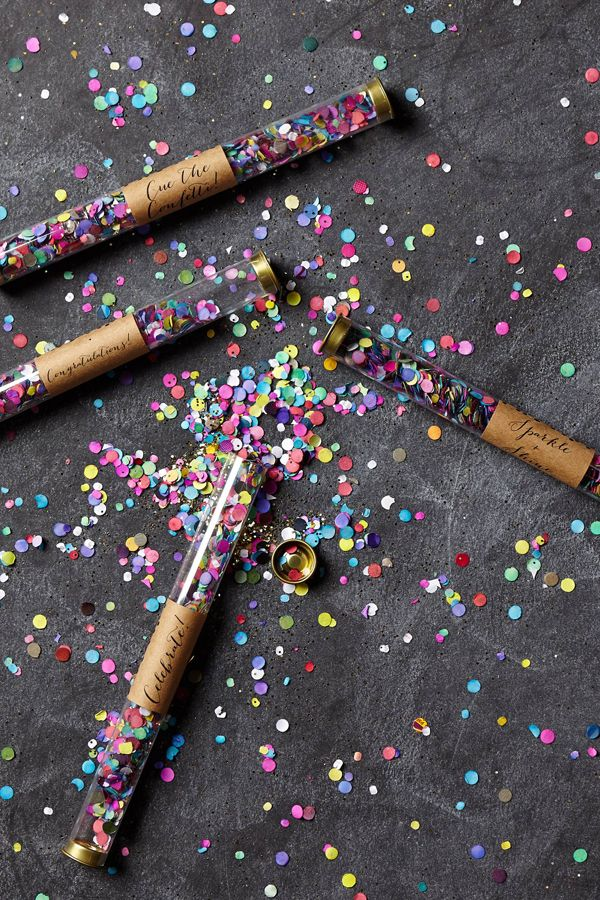 Festive Wintry & NYE wedding favors. These confetti poppers are too cute for a new year's eve wedding