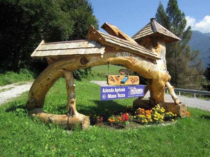 Agritur Maso Tezza Loc. Tezza, 2 a circa 2 km dal paese sulla strada provinciale del Manghen 38050 Telve - Trento  Tel.:  0461 766744