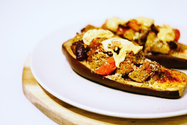 RECEPT: Gevulde aubergine met falafel en humus