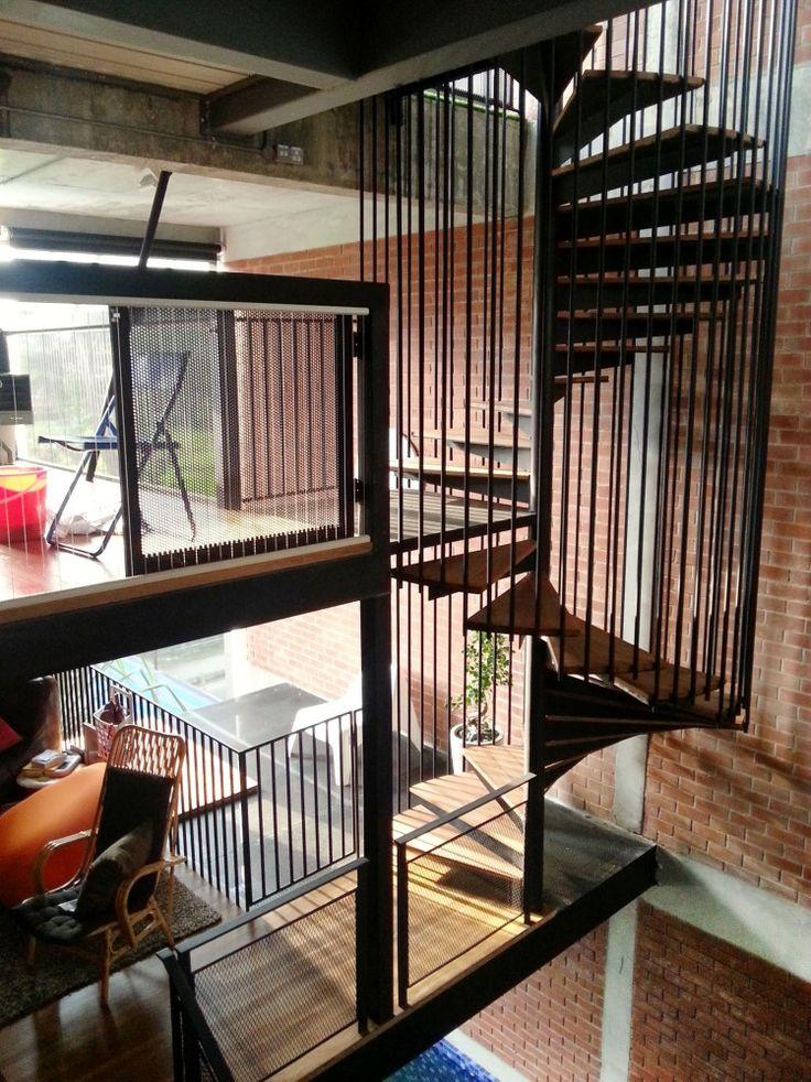 Les 78 meilleures images propos de combles sur pinterest loft conception - Escalier en apesanteur ...
