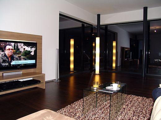 Das Heimkino Im Wohnzimmer Steht Natrlich Schon Die Stehlampe In Der Ecke Spiegelt Sich Indirekte BeleuchtungHeimkinoWohnzimmerWohnenLive
