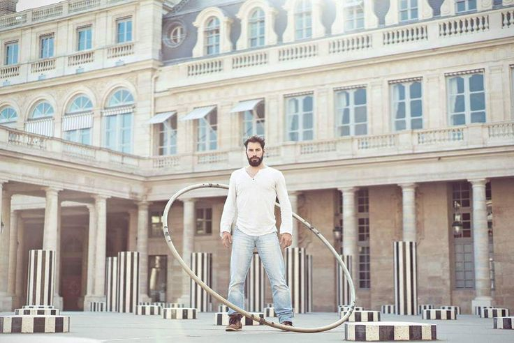"""Gefällt 77 Mal, 6 Kommentare - Guillaume Juncar (@guillaumejuncar) auf Instagram: """"Think out of the box! Live with feelings. 📸 by @spironon #cyrwheel #circus #circuslife #artist #art…"""""""