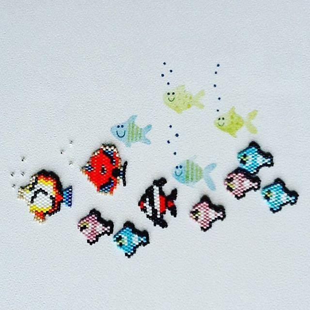 Plein de petits poissons d'avril ! #perleaddict  #brickstitch  #perleusecompulsive  #miyuki  #miyukibead  #perlesandco  #jenfiledesperlesetjassume  #miyukiaddict