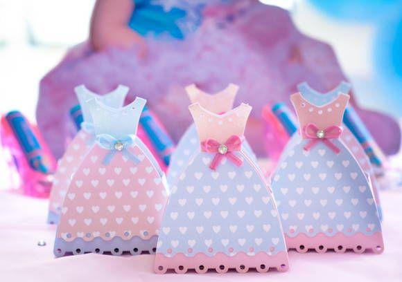 Lindo vestidinho para deixar a festa da suaprincesa ainda mais charmosa. Pode ser usado para casamento. Feito em qualquer cor. Pode ser usado como lembrancinha ou enfeite de mesa R$ 3,50