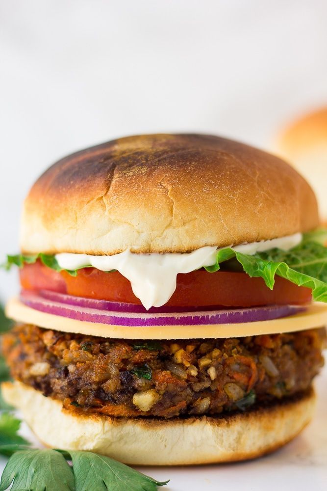 Bbq Burger, Vege Burgers, Plant Based Burgers, Lentil Burgers, Turkey Burgers, Vegan Recipes Beginner, Delicious Vegan Recipes, Healthy Recipes, Vegan Veggie Burger