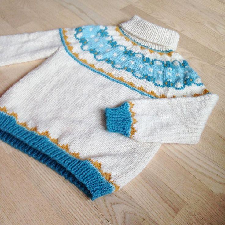 """140 Me gusta, 4 comentarios - Et strikkedyr (@garnstabel) en Instagram: """"Denne genseren altså, den er så kul. Verdt de kjipe omgangene med fire farger samtidig😬💪🏼 er max…"""""""