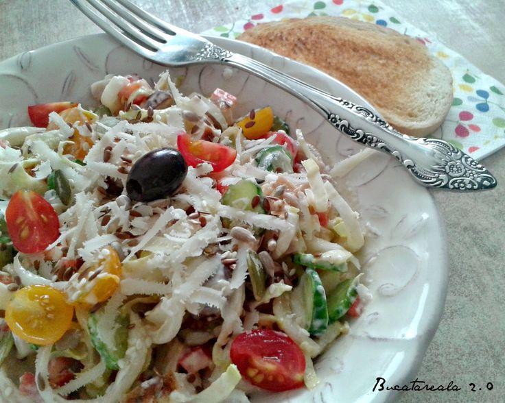 Salata colorata cu andive si pui