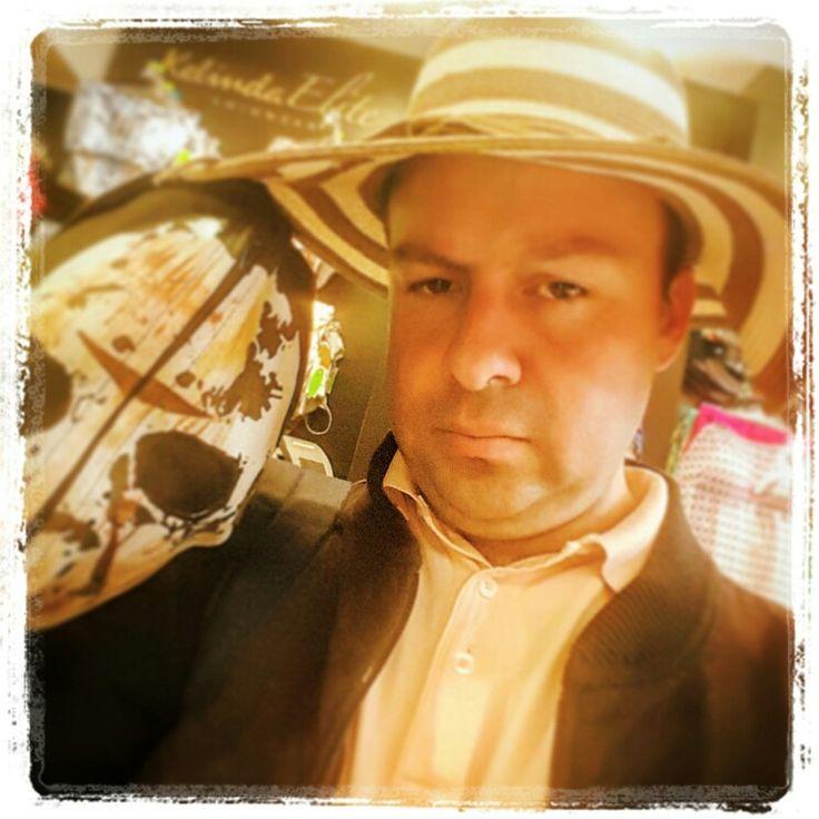 VACACIONES POR FAVOR!!!! JEJEJE - VACACIONES PLEEEEASE!!!! JEJEJE #hatguy #artdirector #directordearte #vacaciones