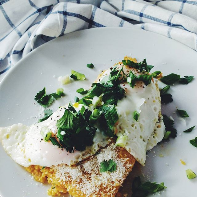 Polenta 😍 #eatingcasual #polenta #eggs #parmegiano #summerfood #fraichementpresse #f52grams #feedfeed #eatyourgreens #fpodie #mtlfoodie #foodinspo #foodlover #foodgasm #foodography #foodoftheday #foodporn #absaremadeinthekitchen #noprocessedfood #eatcleantraindirty #gardentotable #vegetarian #freshfood #vibrantfood #keepitsimple #cookingallday #healthylifestyle #vsco #vscocam
