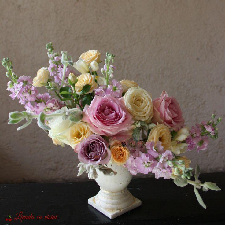 #aranjament #masa #floral #table #arrangement #wedding #event #centerpiece #madewithjoy #livadacuvisini #floraldesidn #paulamoldovan #flowers #events #bucharest #flori #bucuresti #nunta #botez #evenimente #porcelain #pink #vintage #shabbychic #romantic #peonies #matthiola  #trandafiri #stachys #urna