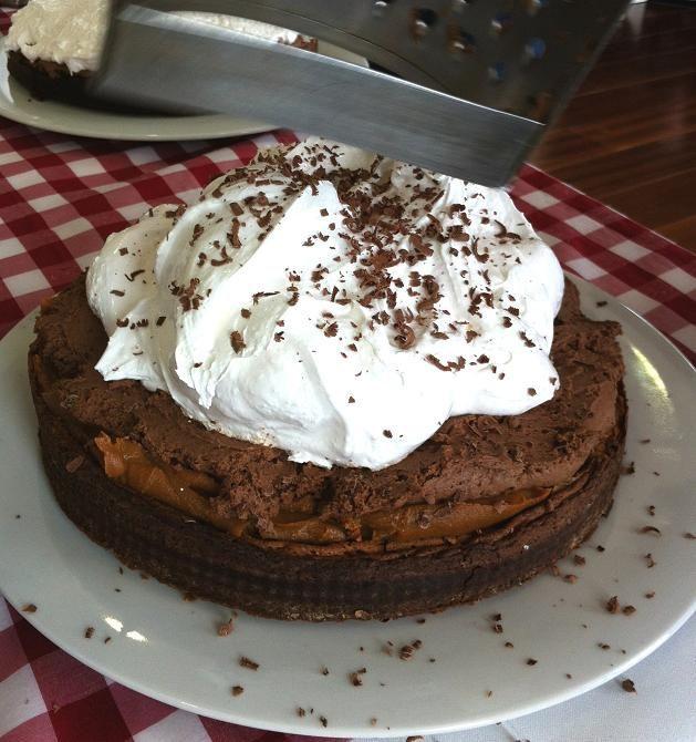 Maru pump cake : chocolate marquise , dulce de leche and cream