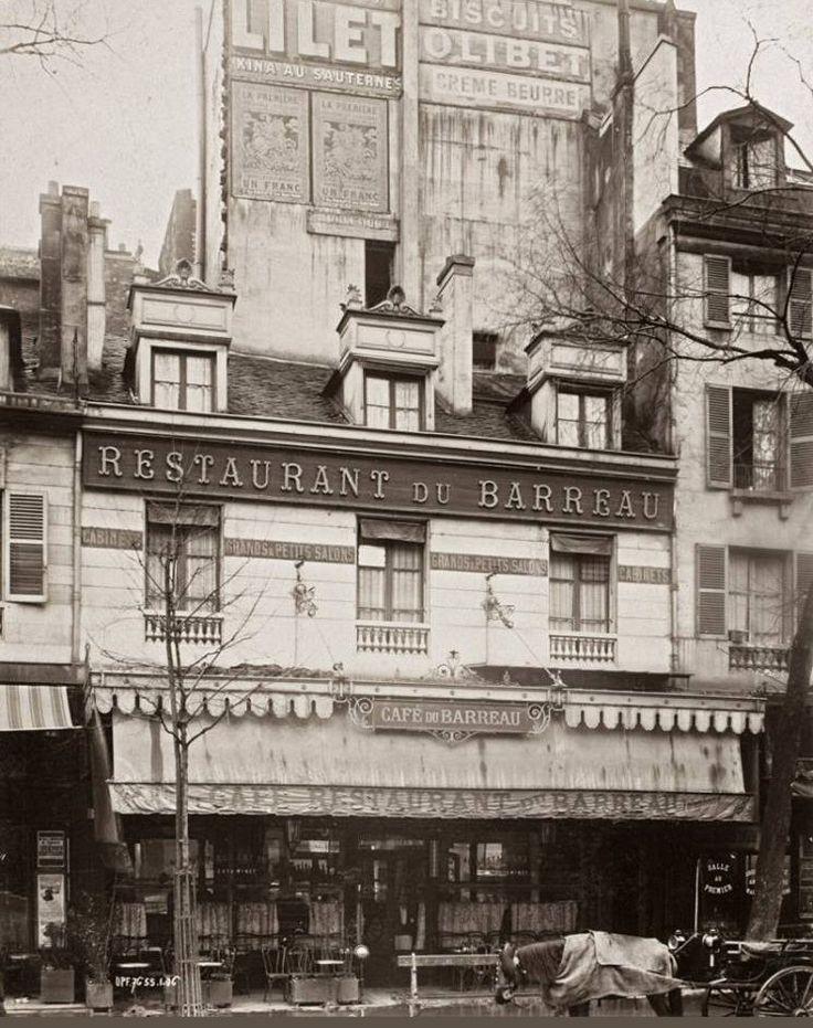 Le café-restaurant du Barreau au n° 10 du boulevard du Palais en 1906, peu de temps avant sa démolition à cause de l'agrandissement du Palais de Justice. © Photo Union Photographique Française, collection Musée Carnavalet.