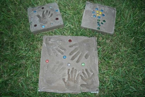 How to make a Garden Stone with Kids | The Happy Housewife