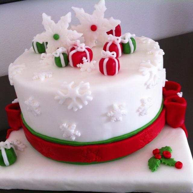 Snowflake dummy cake - torta realizzata per esposizione in una boutique come decorazione di natale