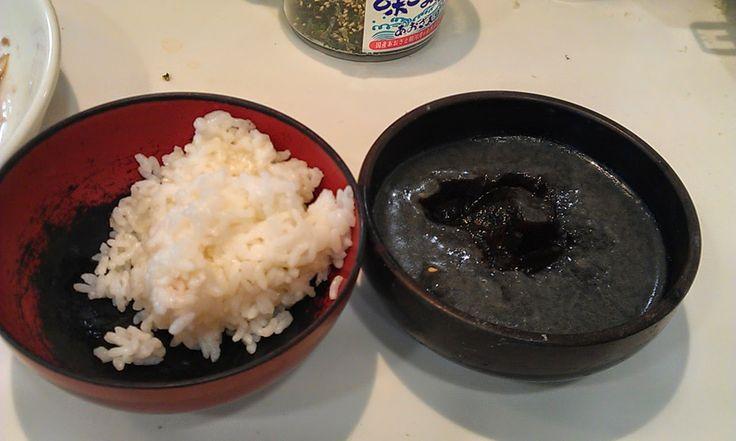 不味そう飯: 煮こごりご飯である。前日の黒鯛のアラの煮付けの残りをザルで濾して冷蔵庫に入れたら固まった。おいしいのだか、単に煮汁を飲んでるだけだと思うのと、身体に悪そうだ。