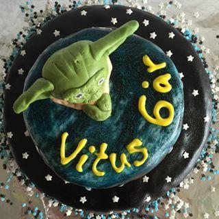 Så holder vi endnu en fødselsdag for Vitus 6 år og nu også Maia 12 år #starwarscake #kage#cake #fødselsdagsfejring 🎈🎈🎈