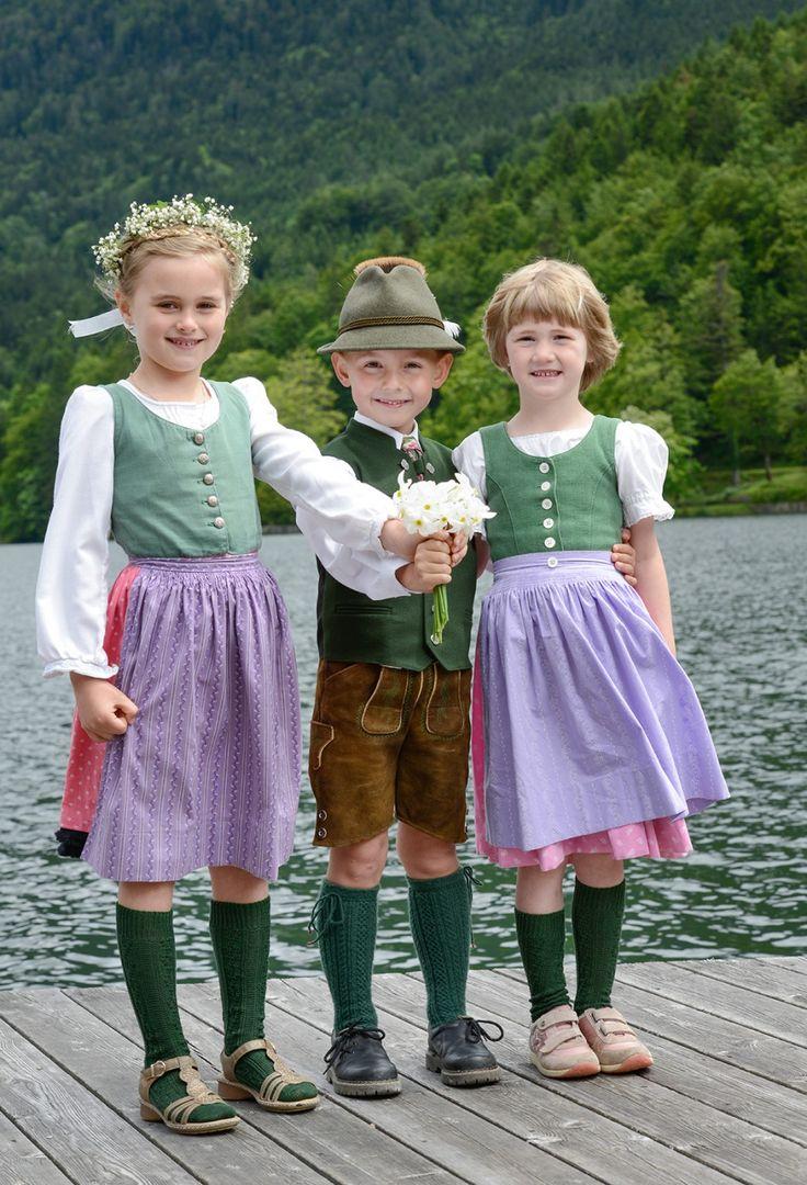 kids in tracht auf dem narzissenfest austria  kids in