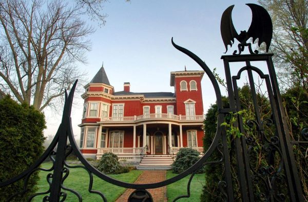 Horror author Stephen King's Maine house is hard to miss. Some might call it blood red, and the fence is emblazoned with bats and spiderwebs.