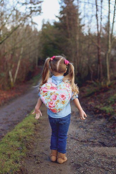 Mochila infantil de coração é linda e as garotas adoram (Foto: sewmuchado.com)