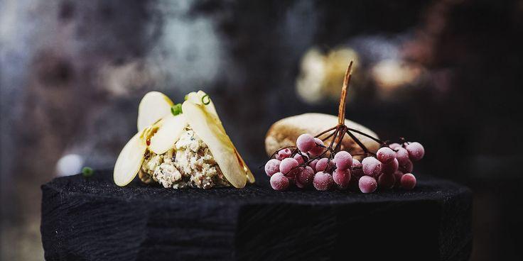 Форшмак из сельди и телячьего языка с ржаным хлебом в ресторане Kutuzovskiy 5