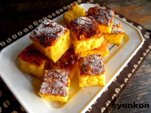 【簡単!!おやつ】フライパンで*焼くまで5分!カラメル卵ケーキ 山本ゆりオフィシャルブログ「含み笑いのカフェごはん『syunkon』」Powered by Ameba  <材料>直径24cmぐらいのフライパン1台分。別にこれより大きくても小さくてもできます。 ●卵・・・・・2個 A小麦粉・・・・1カップ弱ぐらい ※だいたい100gぐらい。ちょっと減らしました Aベーキングパウダー・・・・小さじ2ぐらい ●砂糖・・・・大さじ5ぐらい ●溶かしバター・・・・大さじ3ぐらい → 耐熱容器にいれて30秒ほどチンで溶けます  ※小麦粉をカップではかる時は、ふわっといれて、軽く何度かトントンとならす感じです  上のカラメル(※これをまずフライパンの底に敷いて、上から生地を流して焼きます) ●バター・・・・大さじ2ぐらい ●砂糖・・・・大さじ3ぐらい ●あればスライスアーモンド・・・・・大さじ3ぐらい