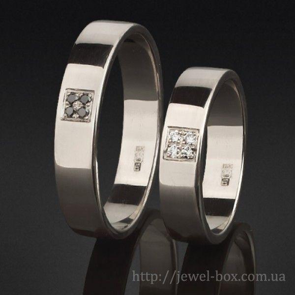 Свадебные кольца с белыми и черными бриллиантами
