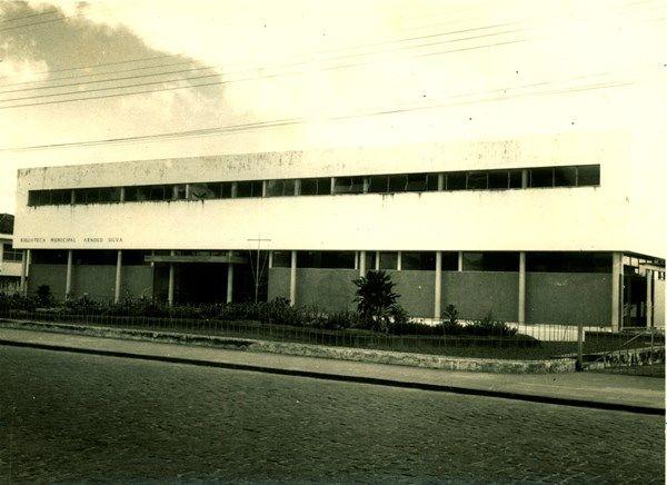 Biblioteca Municipal Arnold Silva Feira De Santana Ba 19