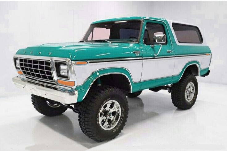 1978 Ford Bronco Turquoise over white