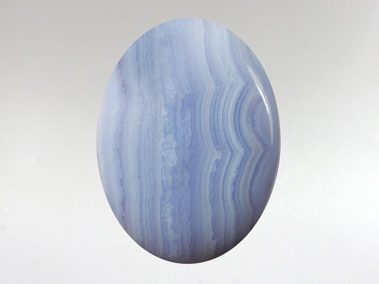 Blue Lace Agate the Peace keepers stone! Links ones communication with clear higher guidance making it possible to discern truth & trust. Holds qualities of flight, air, movement, & grace. Teaches us that words construct what we actualize. Heightens awareness & inner attunement. Reduces introversion, self doubt and calms emotions. Motivates confidence, insight & integrity. Great remedy for throat ailments. Balances fluid around the brain. Equilibrates thymus & thyroid glands & subdues…