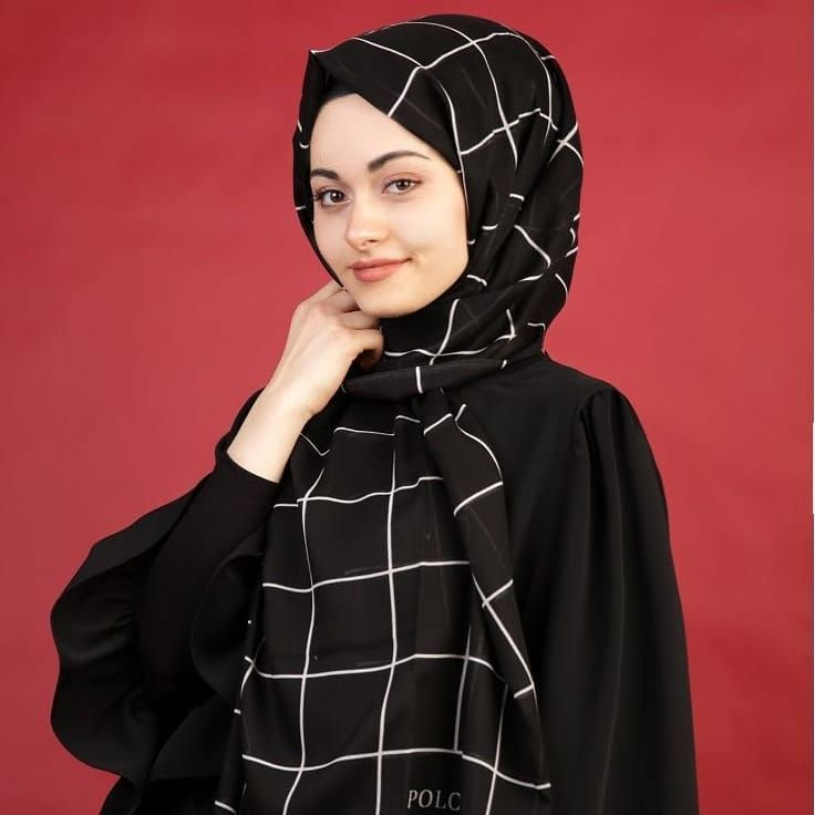 Pin By Baysem Butik On Esarp Hobim In 2020 Fashion Hijab