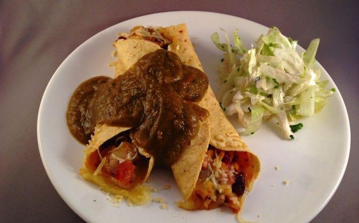 Een enchilada is een traditioneel Mexicaans deeggerecht, dat bestaat uit een tortilla met een vulling van doorgaans vlees (gehakt) en kaas.