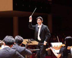 Гонконгский камерный оркестр (Hong Kong Chamber Orchestra) создан в 1976 году. Основателем и первым художественным руководителем оркестра стал профессор Гонконгского Университета Роберт Лорд, собравший в коллективе 30 музыкантов-единомышленников разных национальностей, про