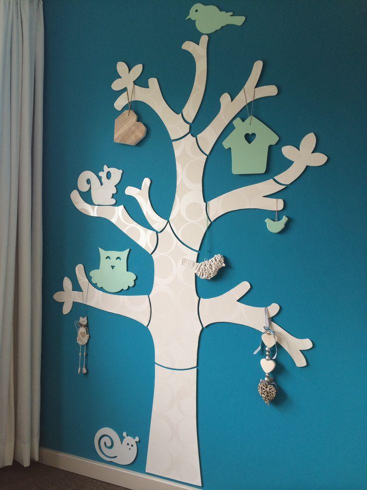 Mdf boom met dieren, behangen en gelakt