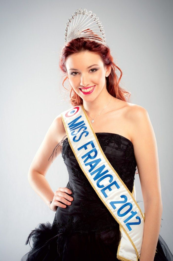 Delphine WESPISER est élue Miss France 2012 le 3 décembre 2011, à Brest.