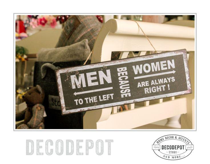 """Placaj vintage pentru baie cu un mesaj amuzant inscripţionat despre """"men"""" şi """"women"""". DecoDepot. Board. Funny motivational quote. Bathroom. Accessory. Black and white. Braşov. Romania."""