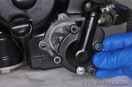 LEA7 KYMCO Downtown 300i water pump cover removal