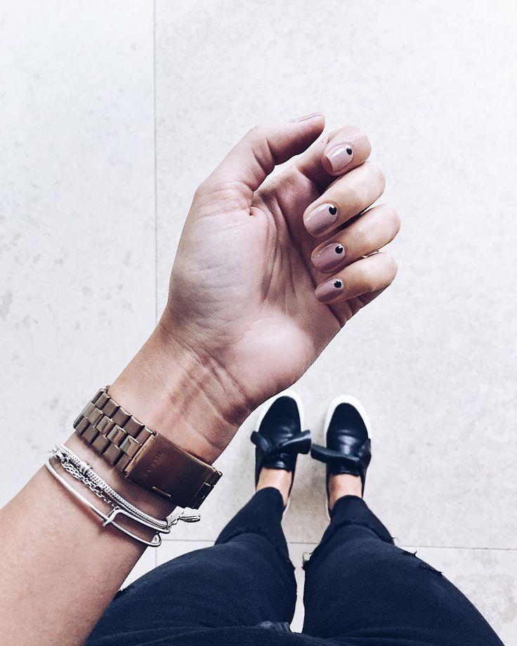 Egyszerű és nagyszerű köröm inspiráció a hétköznapokra! Éljen a minimalizmus!   photo: @/instagram