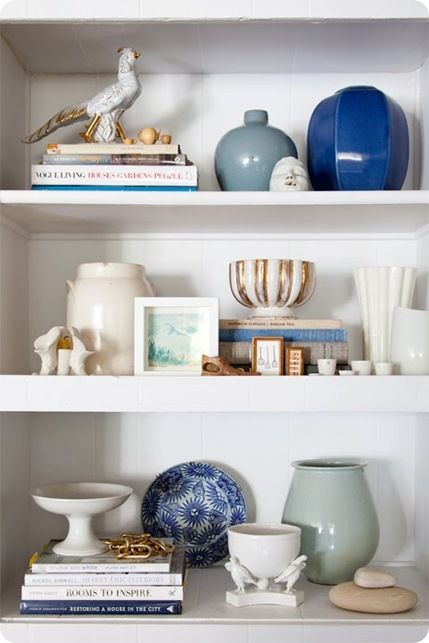 How to decorate shelves. Tips on how to arrange items.