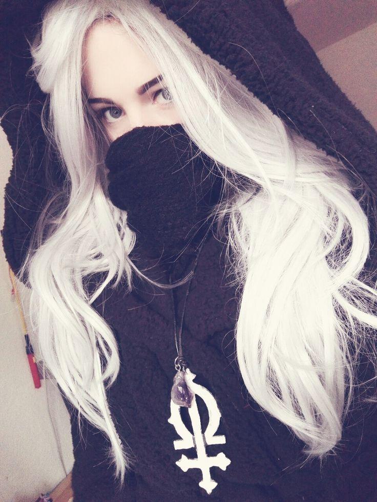 Nu goth girl Bella black