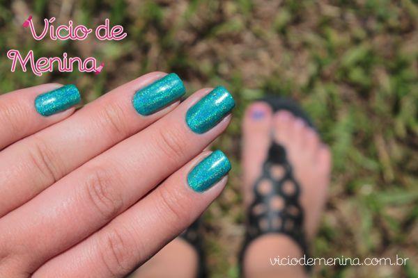 Vício de Menina: Unhas holográficas, pés e mãos com cores diferentes