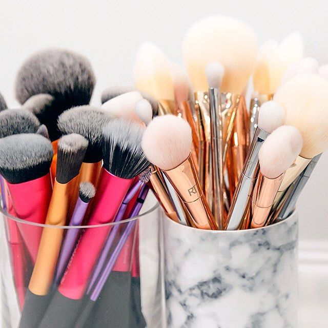 Such Pretty Brushes! #Repost #Follow ➡ @Xoxhollyb on Insta for more makeup posts