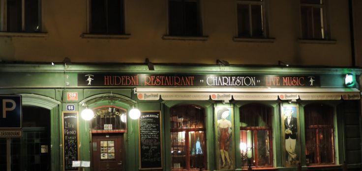 Mimořádný stylový restaurant, připomínající atmosféru 30-tých let. Celková kapacita je 120 osob. Spodní část restaurace je rozdělena na 2 části, z nichž jedna o kapacitě 30 je nekuřácká.  Živá hudba denně (klavír).