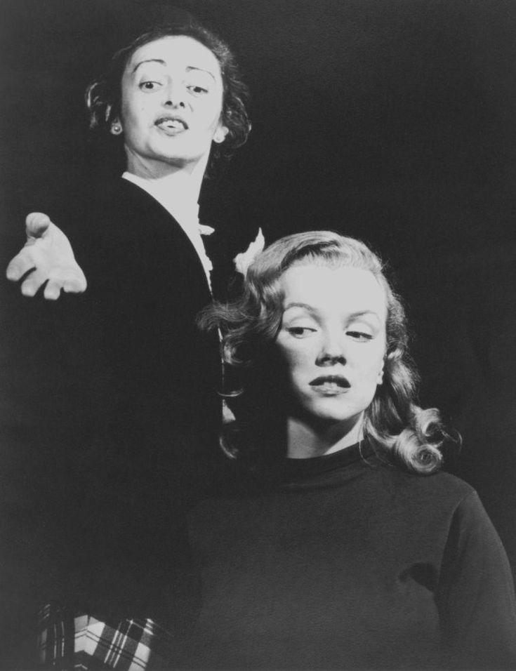 1948 / Marilyn et son professeur d'Art Dramatique non moins célèbre, Natasha LYTESS. Elle rencontra Marilyn qui lui était adressée par la Columbia (pour son premier second rôle dans « Ladies of the chorus »). Elle jouait le rôle de mère et incarnait la stabilité aux yeux de Marilyn ; elle s'investit dans la carrière de Marilyn à une époque où personne n'en eut le courage ; elle aida Marilyn à développer et à exprimer ses talents et sa curiosité pour le monde du théâtre et de la culture…