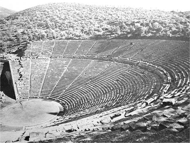 Ο Τάσος μας μιλάει για τα αρχαία ελληνικά θέατρα, ως κτίσματα αλλά και ως χώρο πολιτισμικής ζύμωσης και εστιάζει στην εντυπωσιακή ηχητική αρχιτεκτονική τους.
