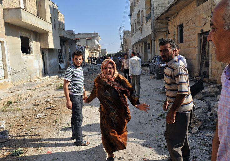 """Pe 15 martie 2011, oraşul sudic al Siriei, Daraa, avea să fie martorul primului protest major al locuitorilor săi împotriva unui regim politic opresiv în fruntea căruia se află de peste 40 de ani familia Assad. Cu câteva zile înainte, câţiva copii, cu vârste cuprinse între 9 şi 15 ani, scrisesera pe mai multe ziduri din oras """"poporul vreau sa răstoarne regimul"""". Ca urmare a acestui lucru, au fost arestaţi şi torturaţi."""