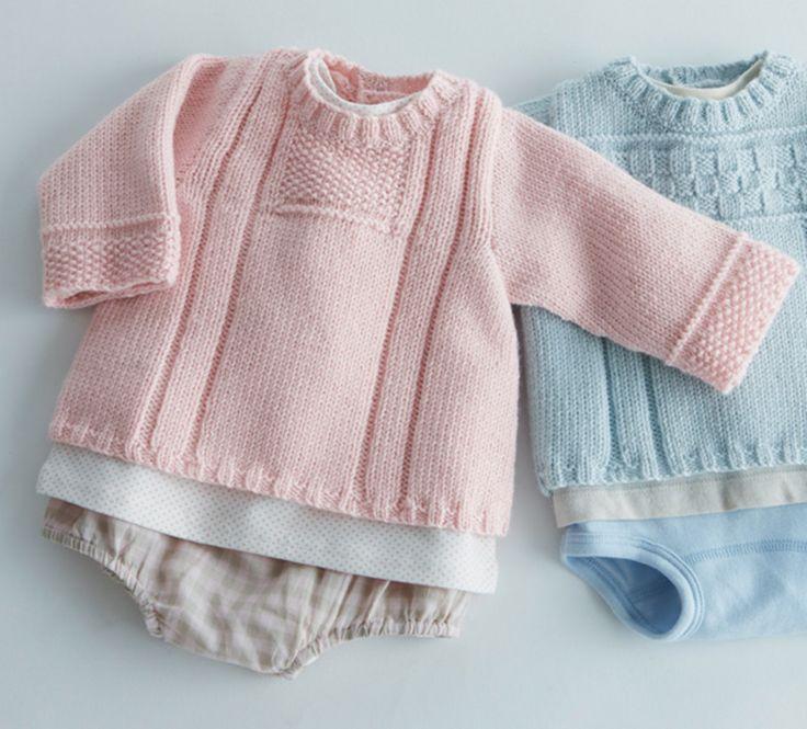Mixez les points de tricot pour cette brassière unie idéale pour les premiers mois de bébé. Modèle en laine et alpaga uni, col rond et point fantaisie sur les manches et sous l'encolure.Modèle tricot n°7 du catalogue 85 Layette Bébé.
