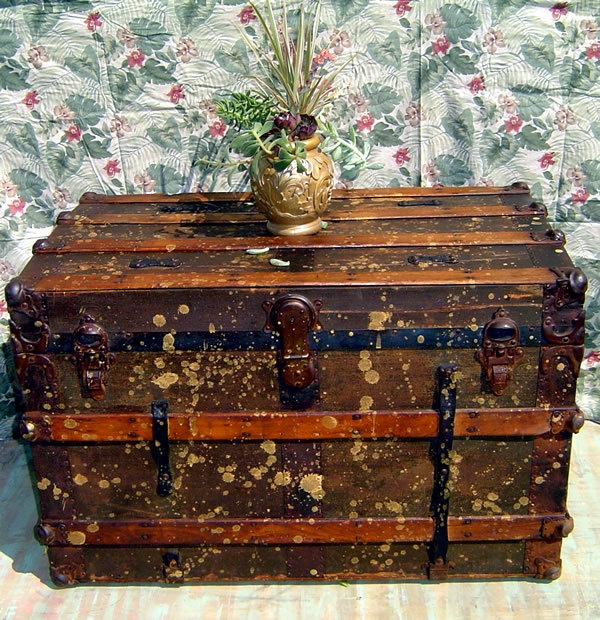 Vintage Steamer Trunk Wood Canvas And Leather Construction Metal Hardware Coffee Table Storage
